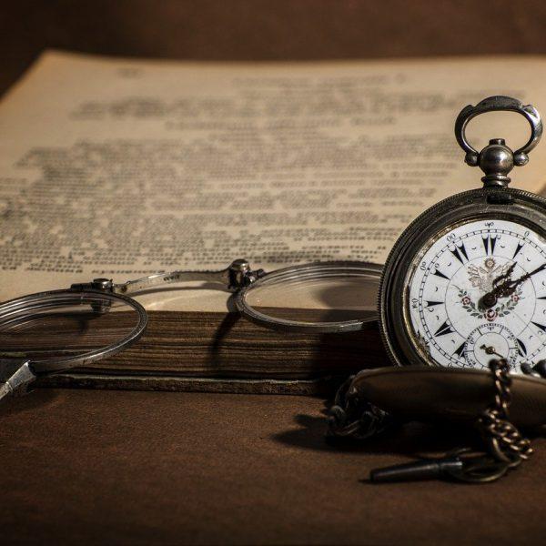 watch, retro, book-4638673.jpg